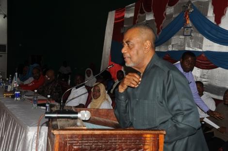 Makamo wa Kwanza wa Rais wa Zanzibar, Maalim Seif Sharif Hamad akizungumza na wanafunzi wa vyuo vikuu Zanzibar