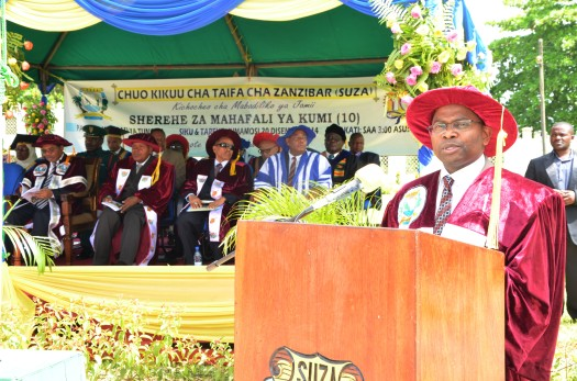 Makamu Mkuu wa Chuo Kikuu cha SUZA Prof. Idriss Ahmad Rai akisoma risala ya Chuo katika mahafali ya 10 ya Chuo hicho.