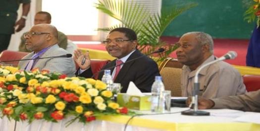 Rais wa Zanzibar DK Ali Mohamed Shein akiongoza Baraza la Biashara Zanzibar baada ya kufanyiwa mabadiliko makubwa katika utendaji wake huko katika ukumbi wa Bwawani mjini zanzibar.  Picha: Mwananchi