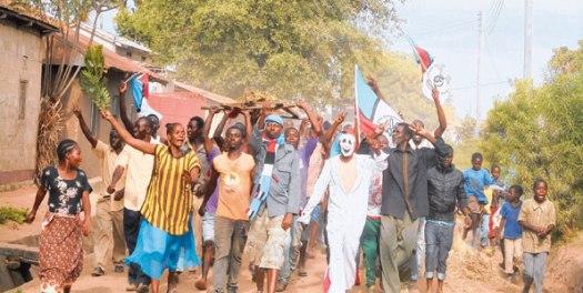 Wafuasi wa Chadema mjini Nansio Wilaya ya Ukerewe, Mwanza wakishangilia ushindi katika uchaguzi wa Serikali za Mitaa uliofanyika juzi.