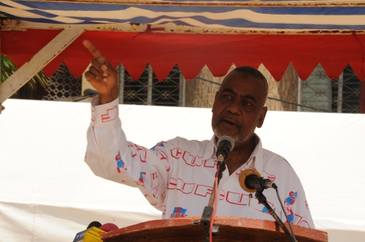 Katibu Mkuu wa CUF, Mhe. Maalim Seif Sharif Hamad akihutubia wanachama wa CUF katika mkutano wa hadhara uliofanyika Mapembeani, mjini Zanzibar