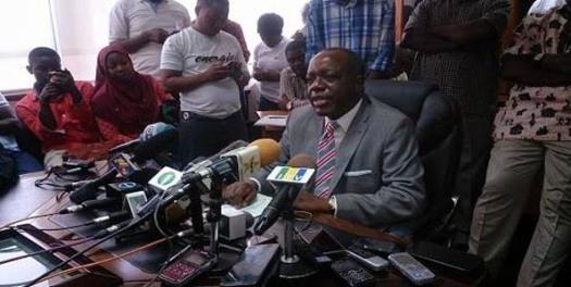 Profesa Muhongo akizungumza na waandishi wa habari jijini Dar es Salaam.  Picha: Mwananchi