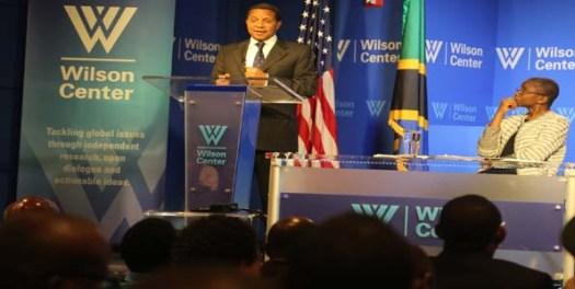 Rais Jakaya Kikwete akitoa mhadhara katika kituo cha Kimataifa cha Woodrow Wilson jijini Washington DC, nchini Marekani. Picha na Ikulu