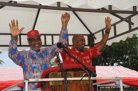 Katibu Mkuu wa CUF Maalim Seif Sharif Hamad, akimtambulisha Mansour Yussuf Himid kwa wanachama wa Kiembesamaki na kuwaomba wamuunge Mkono.