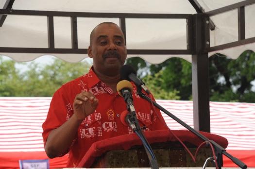 Aliyekuwa Mwakilishi wa Jimbo la Kiembesamaki (CCM) Mansour Yussuf Himid, akizungumza katika mkutano wa hadhara wa CUF uliofanyika jimboni humo.