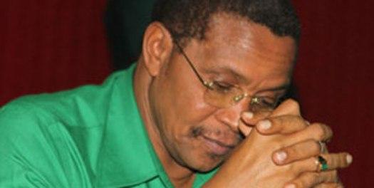 Mwenyekiti wa Chama cha Mapinduzi, Jakaya M\Mrisho Kikwete, kichwa chini kitafakari