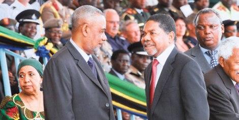 Rais wa Zanzibar Dk Ali Mohamed Shein (kulia) akisalimiana na Makamu wa Kwanza wa Rais wa Zanzibar Maalim Seif Sharif Hamad