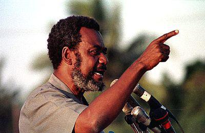 Maalim Seif akihutubia kwenye mkutano wa mwaka 1995