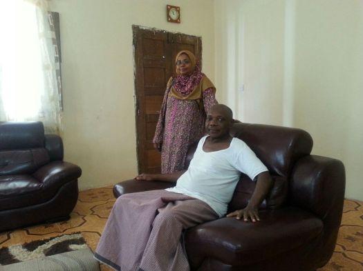 Mzee Machano Ali akizungumza na Salma Said nyumbani kwake Mombasa Zanzibar