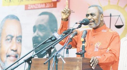 Mgombea urais wa Zanzibar wa CUF, Maalim Seif Sharif Hamad akiwahutubia wananchi wakati akifunga kampeni za chama hicho katika Uwanja wa Maisara Unguja, jana. Picha: Mwananchi
