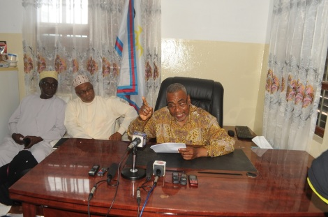 Makamu wa Kwanza wa Rais wa Zanzibar Mhe. Maalim Seif Sharif Hamad, akizungumza na waandishi wa habari katika ofisi za Chama hicho Mtendeni mjini Zanzibar.