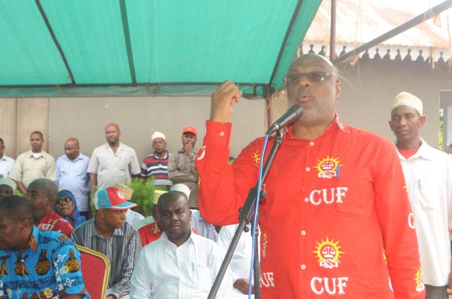Naibu Katibu Mkuu wa CUF Zanzibar, Nassor Ahmed Mazrui akiwahutubia viongozi wa Wilaya, Majimbo na Matawi kisiwani Pemba