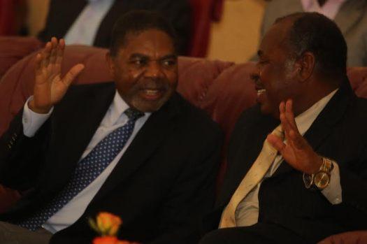 Makamo Mwenyekiti wa CCM Zanzibar Dk Ali Mohammed Shein akiongea na Naibu Katibu Mkuu wa CCM Zanzibar Vuai Ali Vuai.
