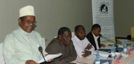 Mwenyekiti wa Tume ya Uchaguzi Zanzibar (ZEC) Jecha Salum Jecha na wajumbe wa tume hiyo