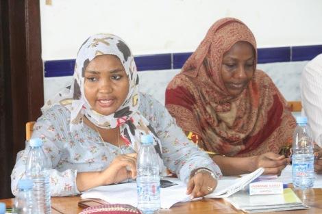 Mratibu wa Tamwa Zanzibar, Mzuri Issa na Sabra Mohammed wakizungumza na waandishi wa habar moja ya mikutano yao kwa wanahabari