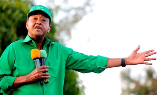 Katibu Mkuu wa CCM Ndugu Abdulrahman Kinana akifafanua jambo alipokuwa akihutubia moja ya mikutano ya CCM