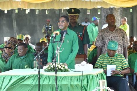 Rais wa Zanzibar na Mwenyekiti wa Baraza la Mapinduzi pia Makamo Mwenyekiti wa CCM Zanzibar Dk. Ali Mohamed Shein akizungumza na Wanachama wa chama cha Mapinduzi
