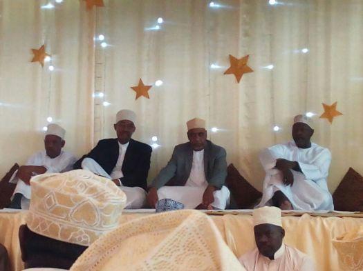 Katibu Mkuu wa CUF, Maalim Seif Sharif Hamad akiwa na wageni wake Rais Mstaafu wa Zanzibar, Amani Karume, Prof Ibrahim Lipumba na Mzee Moyo katika hafla ya Maulid ya Mtume (s.a.w)