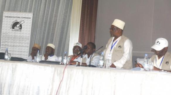 Mwenyekiti wa Tume ya Uchaguzi ya Zanzibar Mh. Jecha Salim Jecha akitoa taarifa za uchaguzi