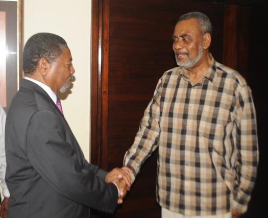 Rais wa Zanzibar Dkt. Ali Mohamed Shein akisalimiana na Maalim Seif Shariff Hamad
